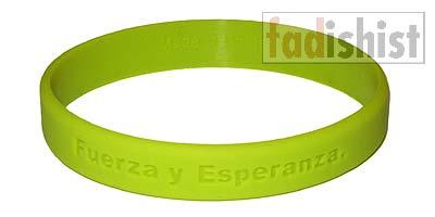 'Fuerza y Esperanza.' Green Cancer Wristband/Bracelet (Spanish)
